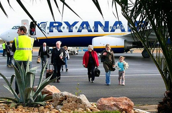 """""""ريان اير"""" تعيد تشغيل الخط الجوي بين مراكش وسرقسطة"""