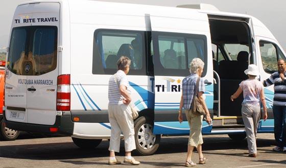 مهنيو قطاع النقل السياحي يدعون الى مراجعة شروط تجهيز السيارات المخصصة لأنواع النقل السياحي