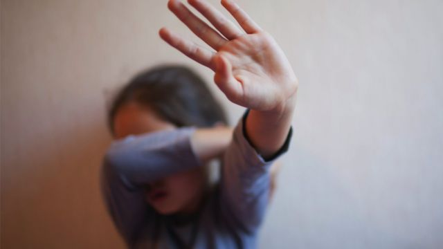 ادانة الموسيقي الشعبي الشهير، ب10 سنوات سجنا نافذة اليوم الخميس فاتح ابريل، اثر متابعته باغتصاب الطفلة ملاك ذات 11 سنة من عمرها.