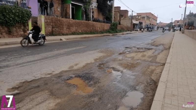 فيديو..حفر تتكاثر في مقطع طرقي بأوريكا يثير استياء المواطنين