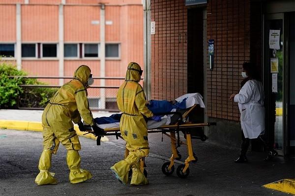 عدد وفيات كورونا في فرنسا يتخطى حاجر 100 ألف وفاة منذ بداية الجائحة