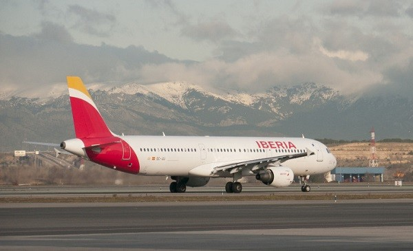 """شركة الطيران """"ايبيريا"""" تعيد المواطنين الإسبان العالقين في المغرب"""