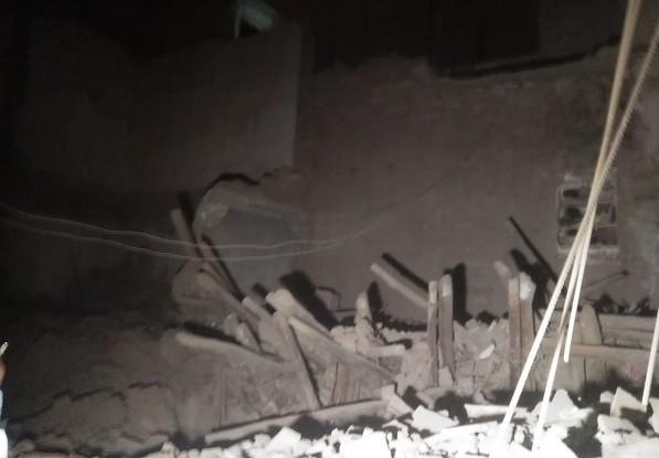 انهيار جزئي لمنزل بحي اسبتيين.. والخطر يتهدد المنازل المجاورة