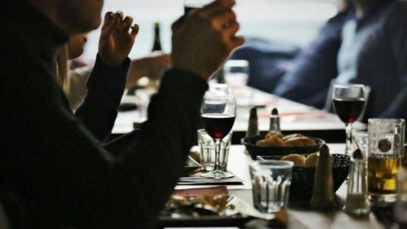 اتهام وزراء بالمشاركة في حفلات عشاء سرية في خرق فاضح لإجراءَات كورونا