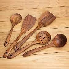 لماذا يجب أن نطهو الطعام بالملعقة الخشبية؟