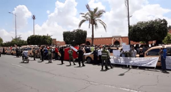 احتجاج مهنيي سيارات الأجرة بمراكش للمطالبة بمراجعة قرار تقليص عدد الركاب