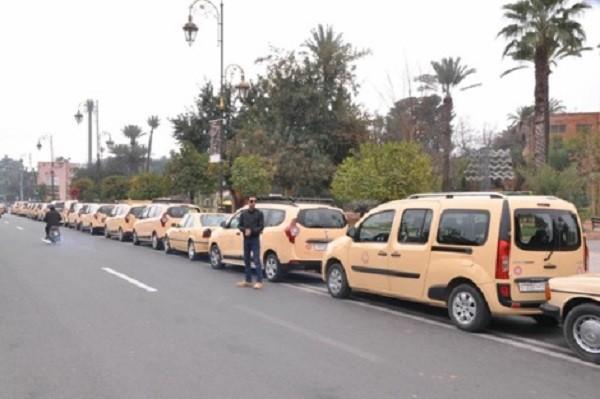 سلطات مراكش تسمح لأصحاب الطاكسيات برفع عدد الركاب