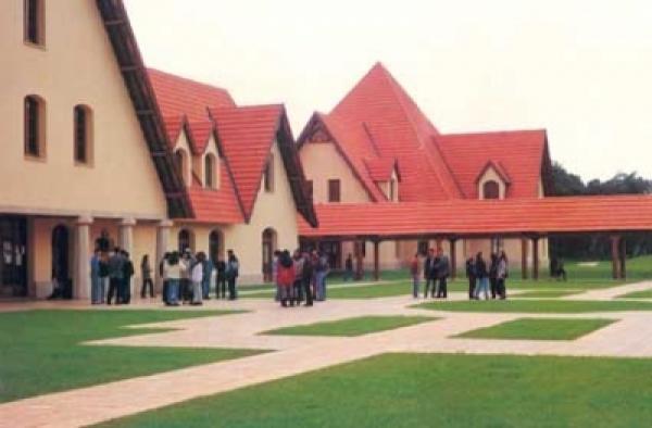 فضيحة, الخارجية الأمريكية توقف الدعم المالي عن جامعة الأخوين بسبب التحرش الجنسي  ضد بعض الطلاب و بعض العاملين في الجامعة