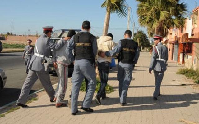 بعد فراره من الشرطة..الدرك الملكي يلقي القبض على متهم روع الساكنة وضرب أمه وحاول قتل أبيه