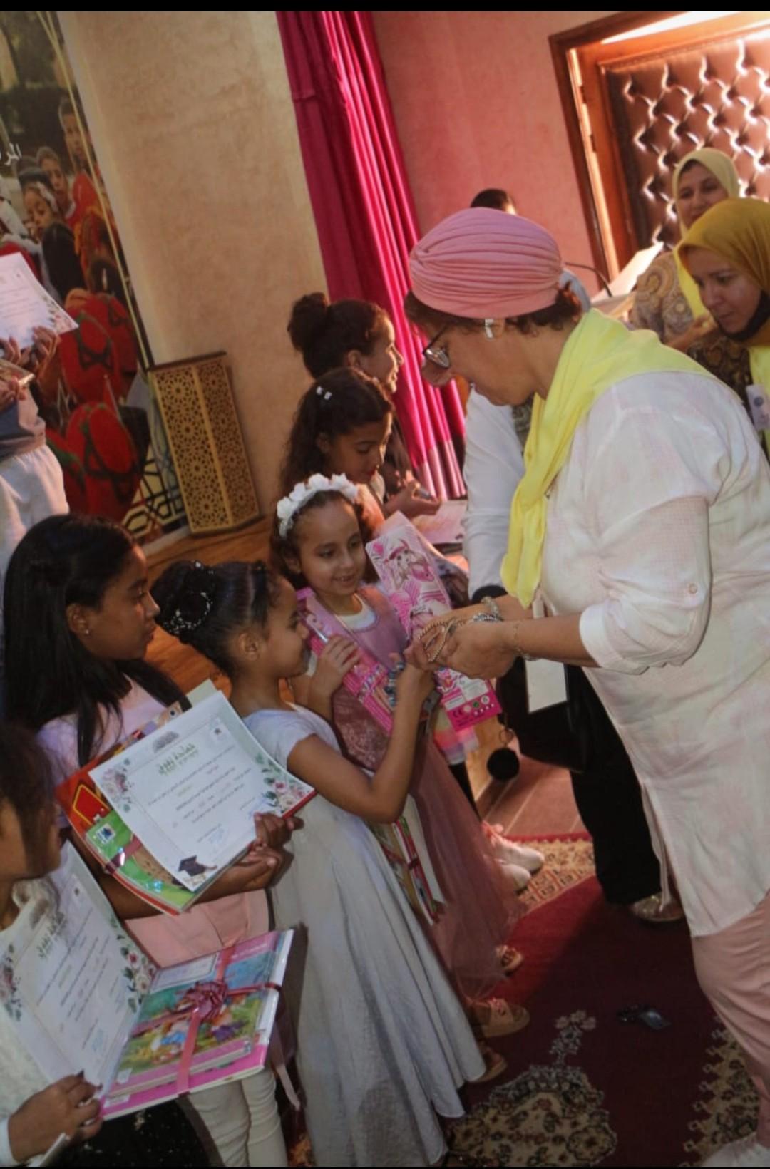 إدارة وجمعية الاباء بمدرسة عرصة باني تحتفي بالمتفوقين من ثلاميذ المؤسسة.