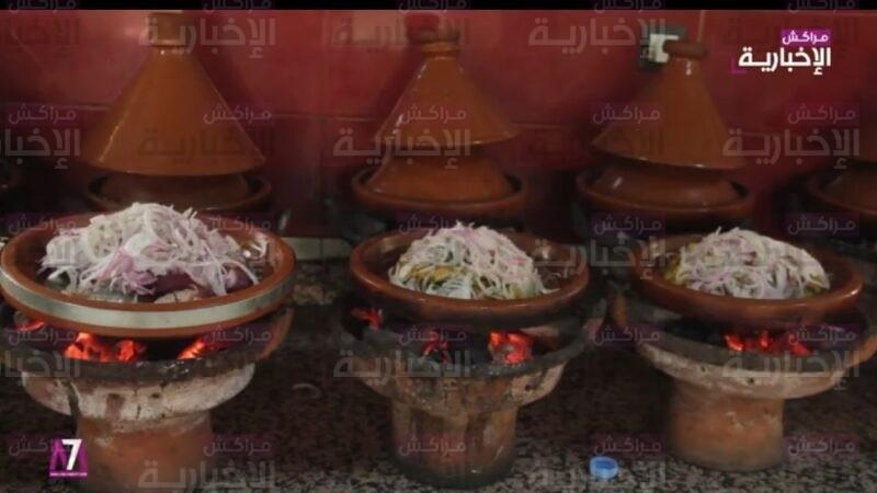 فيديو : أشهر المتخصصين في إعداد الطاجين يكشفون سر شهرته من مراكش