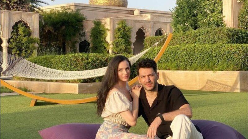 الممثل التركي يلديريم وزوجته الباني يقضيان عطلة العيد بمراكش