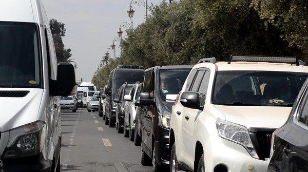 عمليات حجز عربات النقل السياحي تشعل فتيل الحرب بين المهنيين وشركات التمويل