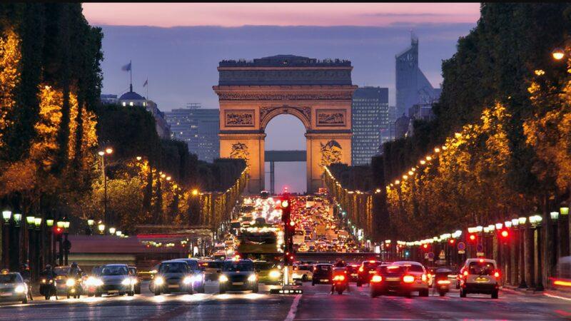 في الوقت الذي يظل مستقبل السياحة غامضا في المغرب فرنسا تتوقع استقبال 50 مليون سائح أجنبي هذا الصيف