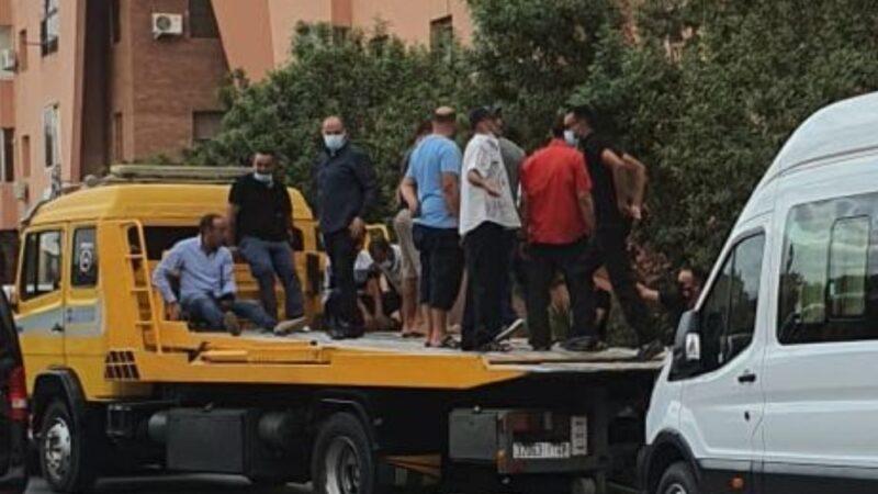 انتفاضة مهنيي النقل السياحي بمراكش بعد محاولة حجز عربة بالمحاميد